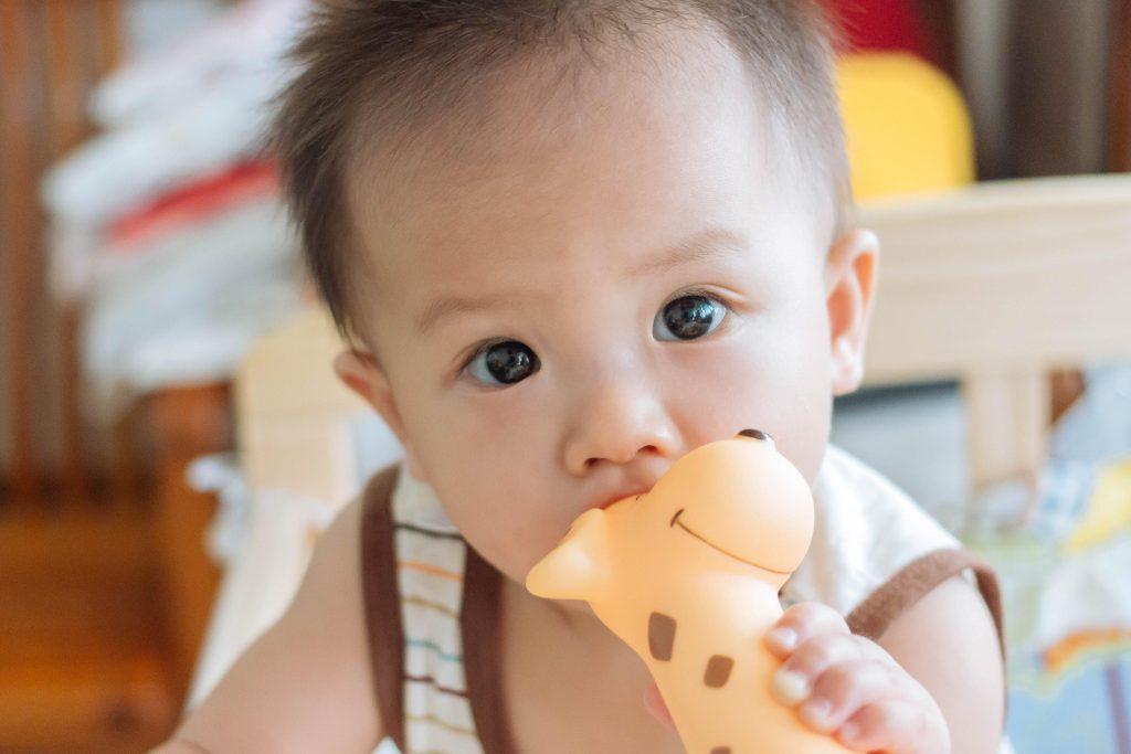 Signs of teething in breastfed babies